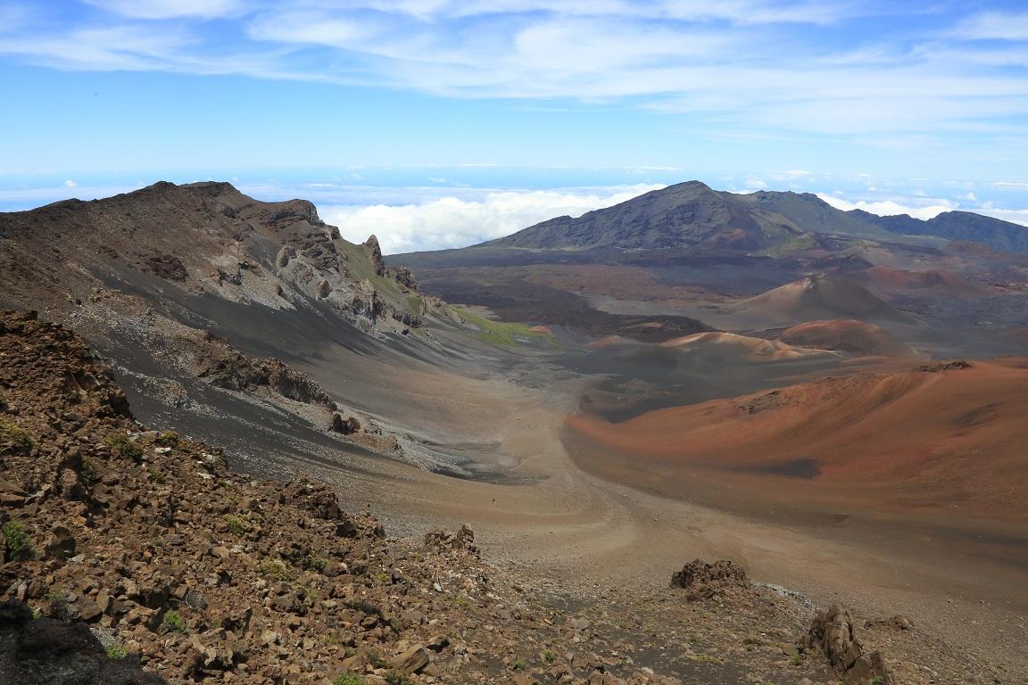 [Image: Haleakala_Koolau_gap.jpg]
